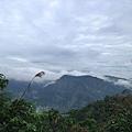 但不知為何經過一段路後,霧氣散去,天空好美