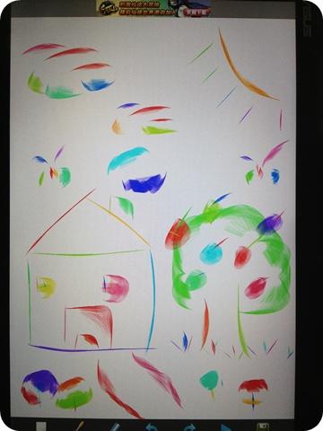 晚上和一群小朋友們玩耍,這是我畫的圖...還停留在小學階段,哈!!但七彩好美喔~~