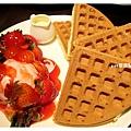 草莓冰淇淋鬆餅.jpg