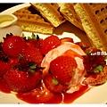 草莓冰淇淋鬆餅2.jpg