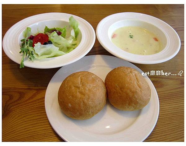 濃湯麵包與沙拉.jpg
