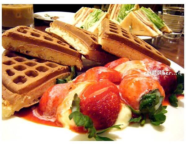 草莓奶油鬆餅2.jpg
