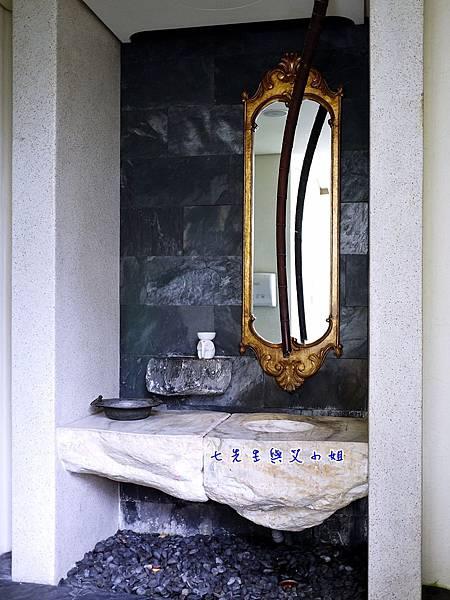 24 女廁