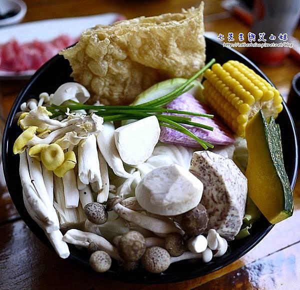 11 百菇養生菜盤 芋頭爆炸好吃