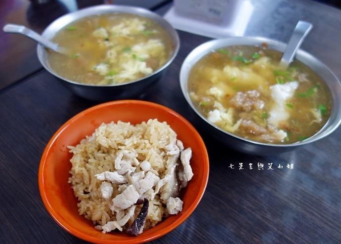 4 板橋黃石市場 蘿蔔糕芋粿糯米腸邱家三代祖傳肉羹現壓甘蔗汁.JPG