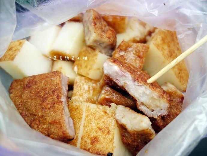 16 板橋黃石市場 蘿蔔糕芋粿糯米腸邱家三代祖傳肉羹現壓甘蔗汁.JPG