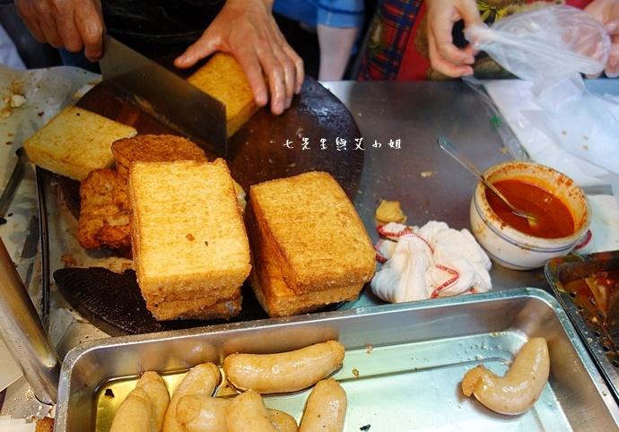 15 板橋黃石市場 蘿蔔糕芋粿糯米腸邱家三代祖傳肉羹現壓甘蔗汁.JPG