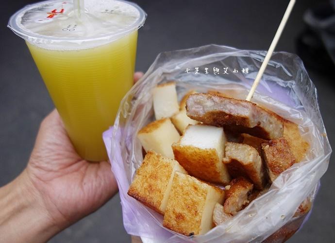 21 板橋黃石市場 蘿蔔糕芋粿糯米腸邱家三代祖傳肉羹現壓甘蔗汁.JPG