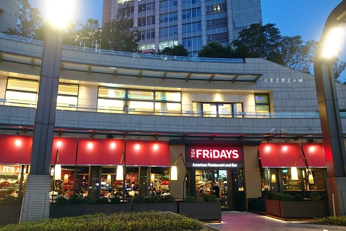 1 TGI Friday's 道地美式漢堡平日天天有優惠.JPG