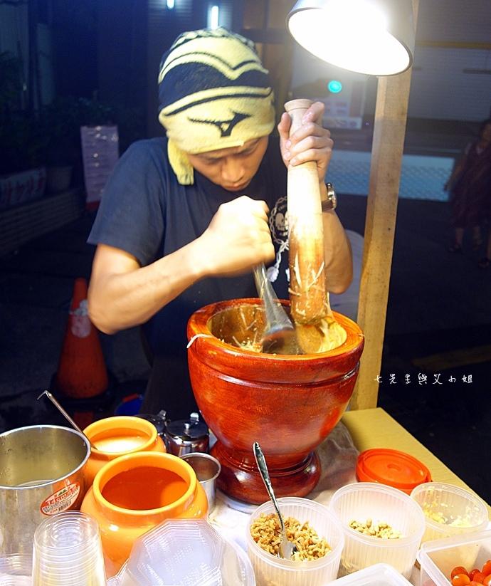 25 板橋湳雅夜市好味道臭豆腐 珍珠撞奶 西瓜汁檸檬汁 北京羊肉串 大象青木瓜.jpeg