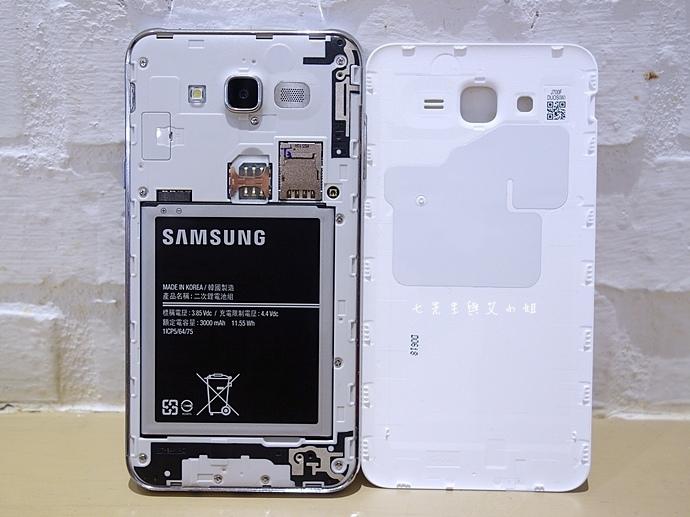 10 Samsung Galaxy J7 大光圈 前閃燈 快啟相機.JPG