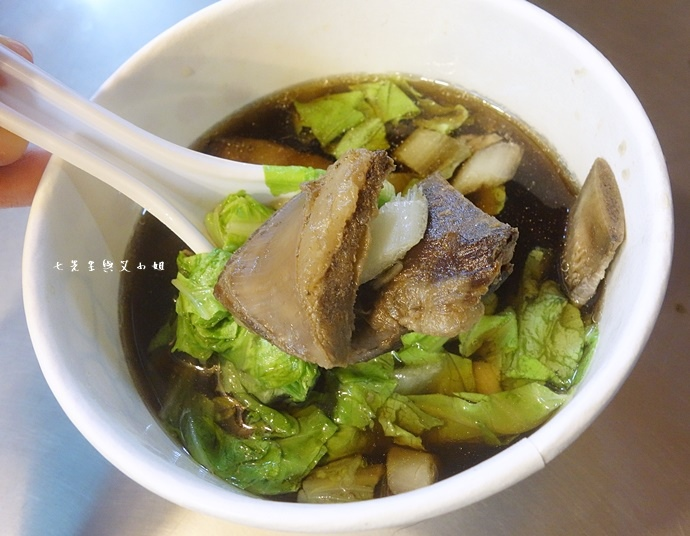 5 羅東夜市美食 阿灶伯 羊舖子 羊肉湯 臭豆腐 炒羊肉.JPG