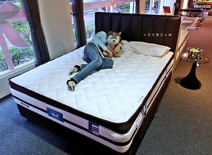 39 睡眠王國 Sleep Country 美國席夢思名床2萬有找 貨櫃抵台首賣會.JPG