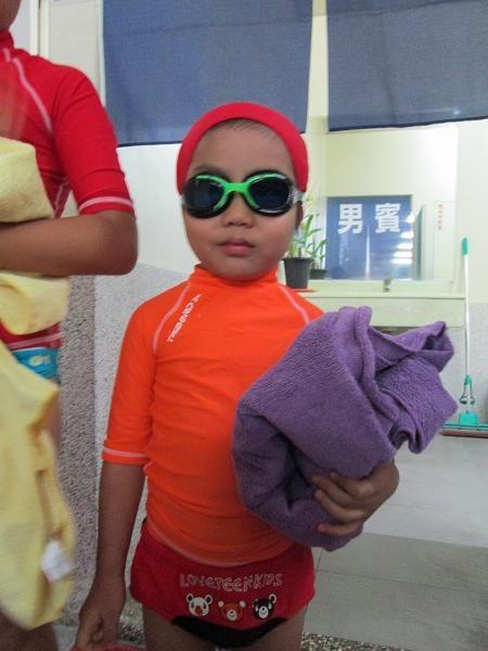 2013.1127@小乖第一次上游泳課1