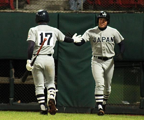 日本隊最終在延長13局下以1分之差勝出.jpg