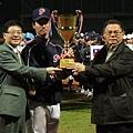2011玉山杯國際青棒邀請賽由桃園縣抱走冠軍獎盃