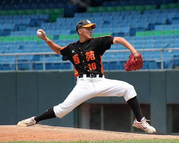 台中市先發投手吳丞哲投8.2局因用球數達上限而退場