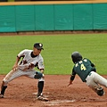 新竹市林家正盜壘成功,隨後也跑回球隊第三分.JPG