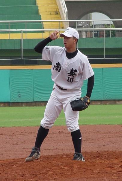 南市洪嘉良獲得最佳一壘手.JPG