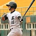 台南市郭阜林在1局上擊出的關鍵安打包辦3分打點.JPG