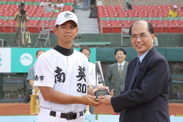台南市湯教練獲頒最佳教練獎