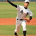 8-當投手比外野手威的外野手張耿豪.JPG