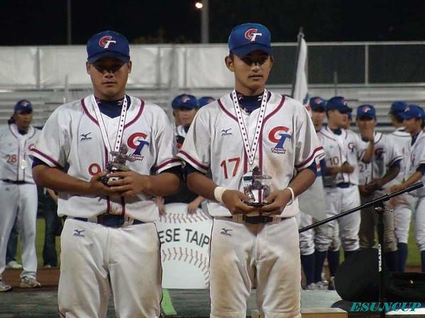 楊宏聖(左)及林子偉摘下多項個人獎.jpg