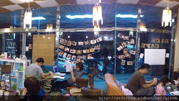 【Rice Caff'e 米咖啡】店內的客人熱鬧不斷