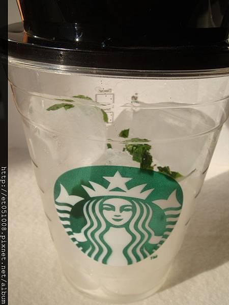 """加了""""綠葉""""的咖啡"""
