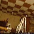 即將油漆完工的天花板