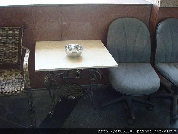 撿來的桌子