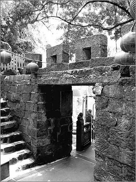 芝山岩隘門