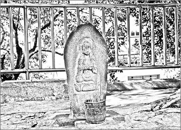 臨濟護國禪寺日式石雕佛像