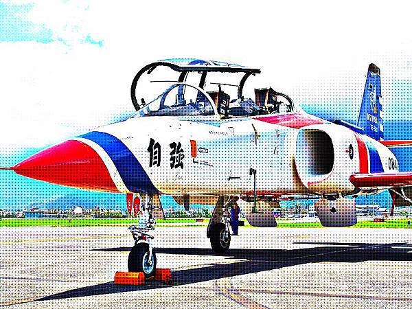 AT-3 自強號教練攻擊機