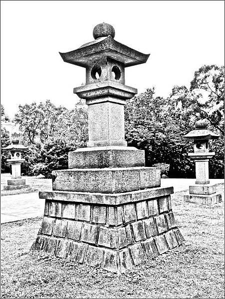 桃園神社石燈籠