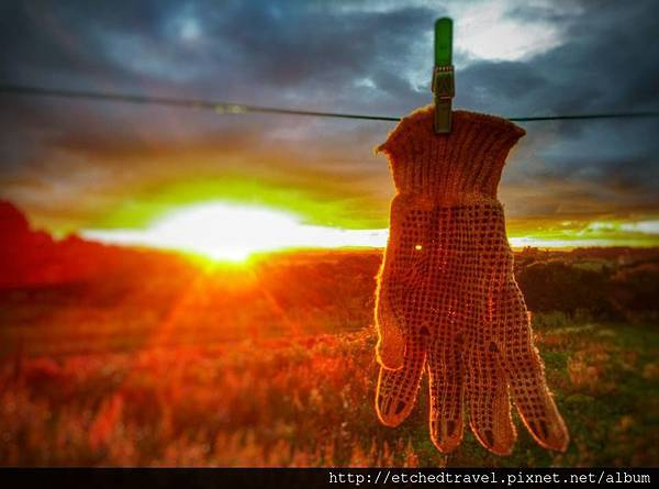 手套與夕陽 Gloves under sunset