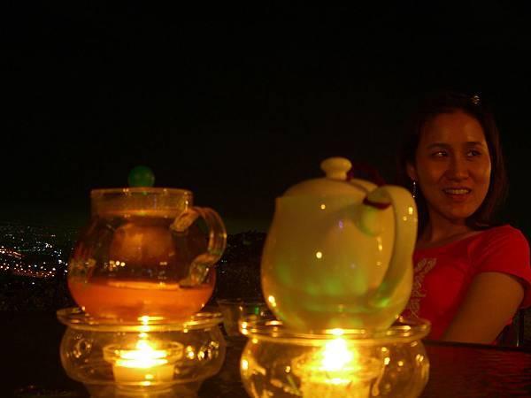 一壺奶茶,一壺花茶