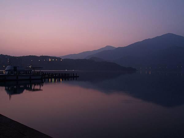 日月潭朝霧碼頭清晨
