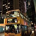 晚上的雙層巴士