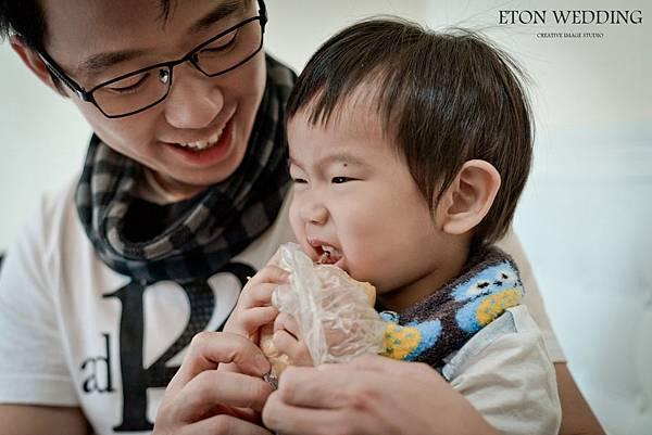爸爸餵小朋友吃飯.jpg