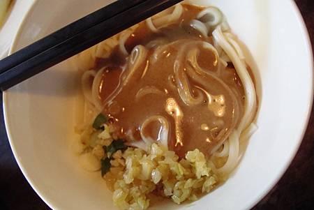 酸菜麻醬麵