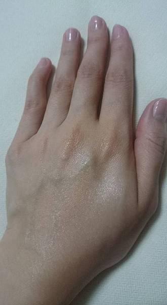 右半邊,使用後,肌膚光澤度佳.jpg