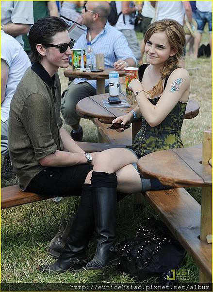 emma-watson-glastonbury-festival-03.jpg