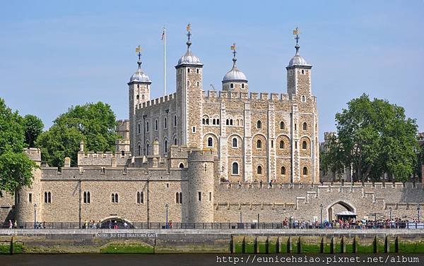 Tower_of_London.jpg