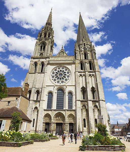 Chartres_cathedral_small.jpg