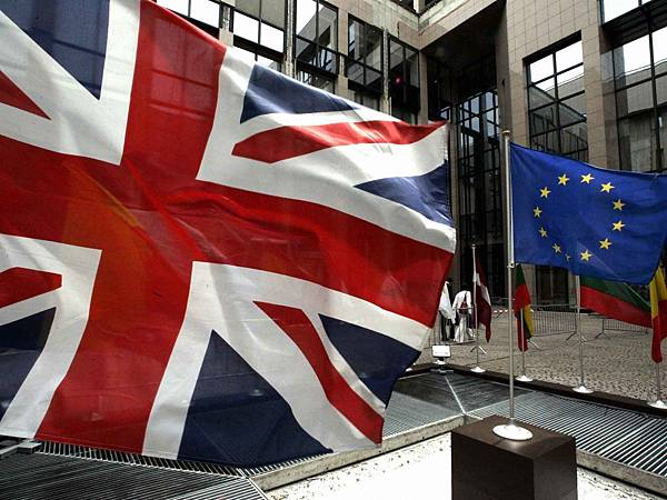 brexit-flags-afp.jpg