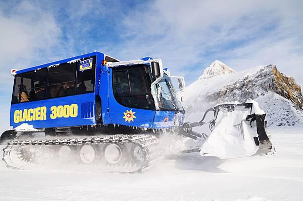 sebanex_snowbus_glacier3000_02(001).jpg