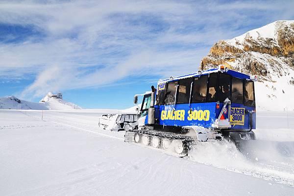 sebanex_snowbus_glacier3000_09(001).jpg