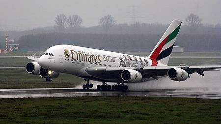 emirates-2651032_1280.jpg