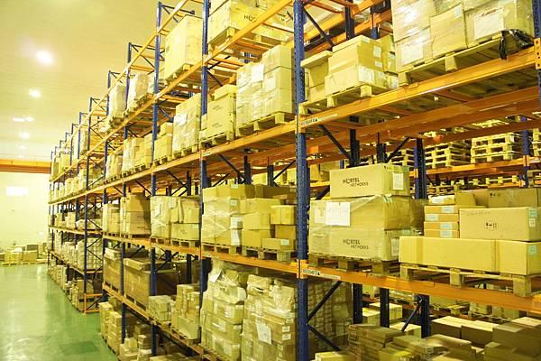 六層大型儲架. 貨件容納量大
